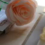 Use crepe paper to make roses